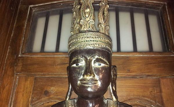 espaces collectifs -sculpture de Bouddha