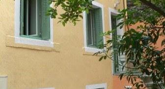 façade et jardinet du gite indépendant