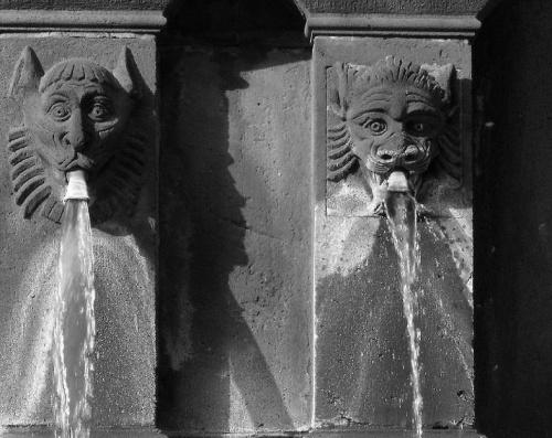 Fontaine saint Urbain place de la Victoire  à Clermont-Ferrand