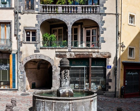 Fontaine place du Terrail à Clermont-Ferrand