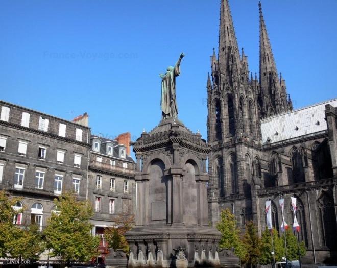 Cathédrale, place de la Victoire à Clermont-Ferrand