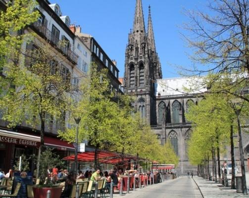 Place de la Victoire- Les cafés