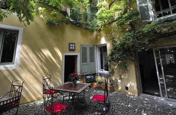 Un patio au centre de clermont ferrand maison d 39 h tes le - Petit jardin tropical clermont ferrand ...