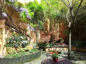 Le Petit Siam- patio fleuri